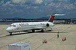 Delta N915AT Boeing 717-200 (42446385834).jpg