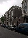 foto van Pastorie van de H. Willibrorduskerk. Fraai gebouw van goede verhoudingen met classicistische ingangspartij