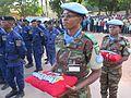 Deux casques bleus béninois tiennent prêts les médailles destinées aux soldats récipiendaires. (23940317611).jpg
