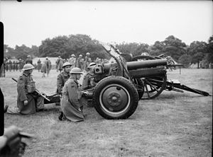 QF 4.5-inch howitzer - A New Zealand battery in the UK 6 July 1940. The gun carriage (Mk1PA) has the Martin-Parry conversion. The limber is unconverted