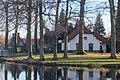 Doolhof 5 Ravenstein met bomen en gracht.jpg