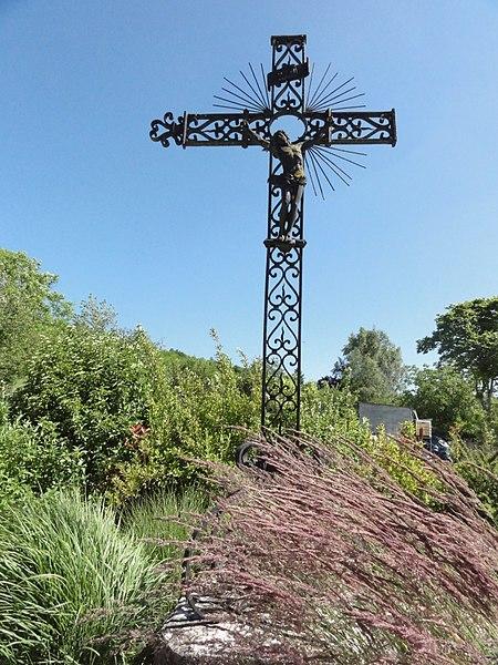 Doulaincourt, croix de chemin à coté du cimetière