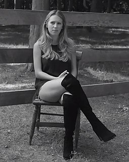 Dylan Penn American model and actress
