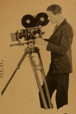 Edward Cronjager - Cronjager operating a hand-grind camera of the 1920s