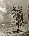 Eerste Wereldoorlog, soldaat met vouwfiets (3018263811).jpg