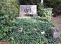 Ehrengrab Eisackstr 40a (Schön) Rudolph Wilde.jpg
