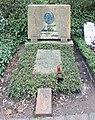 Ehrengrab Trakehner Allee 1 (Westend) Arno Holz.jpg