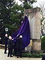 El Sr Ministro de Defensa, D. Jose Ignacio Arredondo (sobrino del Comandante Arredondo) y D. Leocadio Marin, Alcalde de Baeza descubren el monumento.jpg