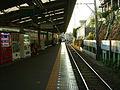 Enoden-Shichirigahama-station-platform.jpg