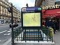 Entrée Station Métro Pyramides Paris 3.jpg