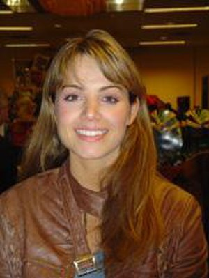 Smallville - Erica Durance was cast as Lois Lane days before fourth-season filming began, and her appearance was initially restricted by the film division of Warner Bros. Studios.