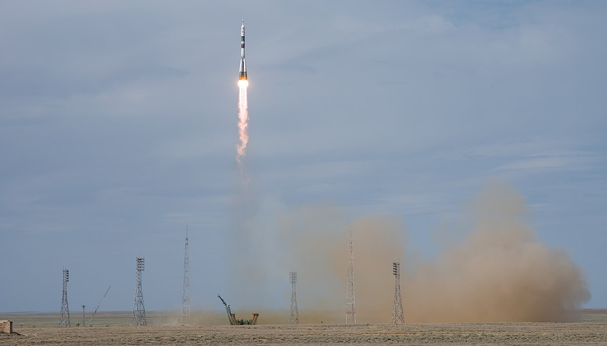 Expedition 56 Launch (NHQ201806060005).jpg