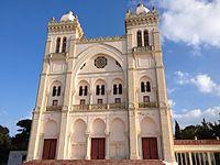 Façade de la cathédrale Saint-Louis de Carthage.jpg