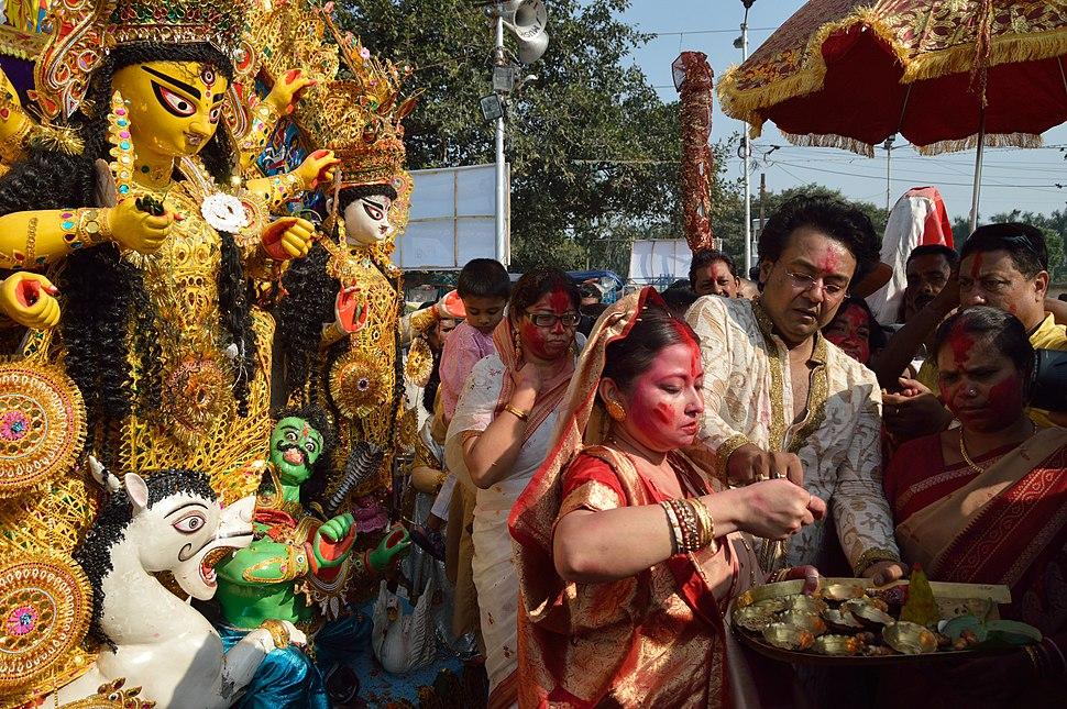 Farewell Ritual - Durga Idol Immersion Ceremony - Baja Kadamtala Ghat - Kolkata 2012-10-24 1458