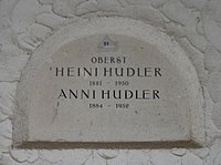 Feuerhalle Simmering - Arkadenhof (Abteilung ALI) - Familie Hudler 02.jpg