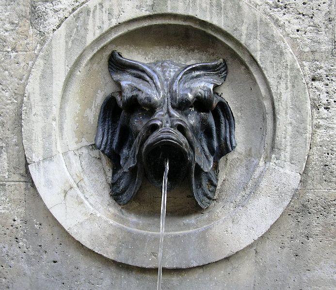 Fontaine à Paris, 131 Rue saint Dominique. From Discovering authentic Paris