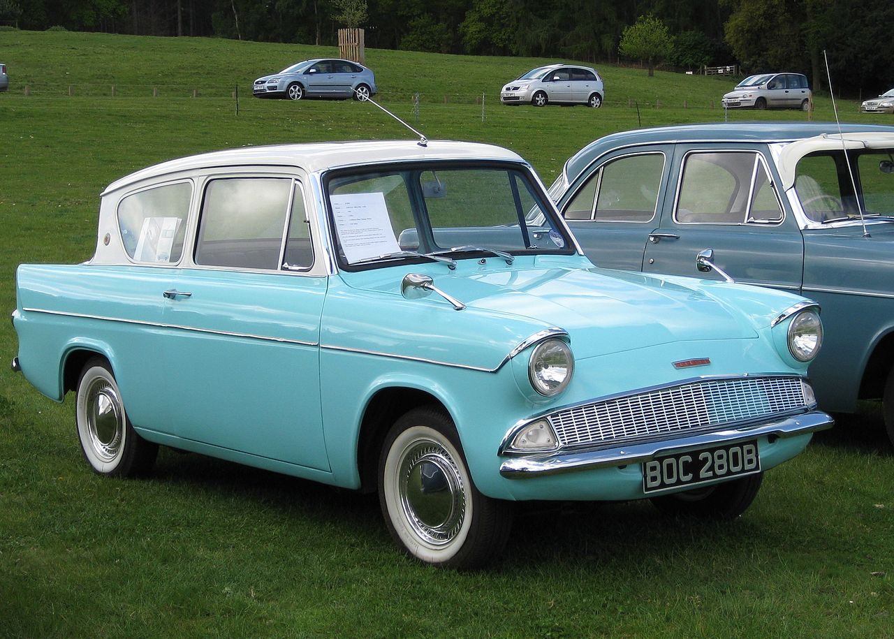 https://lb.wikipedia.org/wiki/Ford_Anglia#/media/File:Ford_Anglia_Reg_Jun_64_1198_cc.JPG