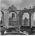 Fotothek df ps 0000111 Blick aus der Ruine des Glockenspielpavillons im Zwinger.jpg