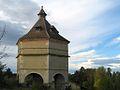 Fr-Chateau de Latoure-Pigeonnier.jpg