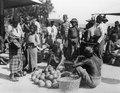 Fruktförsäljare på basarplatsen. Boeton. Indonesien - SMVK - 000298.tif