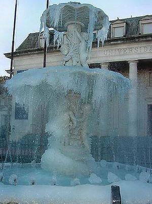 Fuente de Lola Mora congelada