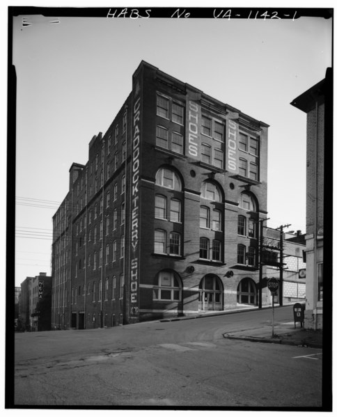 GENERAL VIEW, WITH NINTH ST. FACADE ON RIGHT - Craddock-Terry Shoe Company, Ninth and Jefferson Streets, Lynchburg, Lynchburg, VA HABS VA,16-LYNBU,57-1