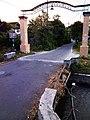 Gapura Dusun Besongol, Sumberrejo, Pandaan di depan Sun Toy - panoramio.jpg