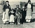 Gjon Markagjoni and family (Carleton Coon, 1929).jpg