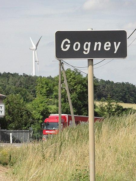 Gogney (M-et-M) entrée secondaire et éolienne