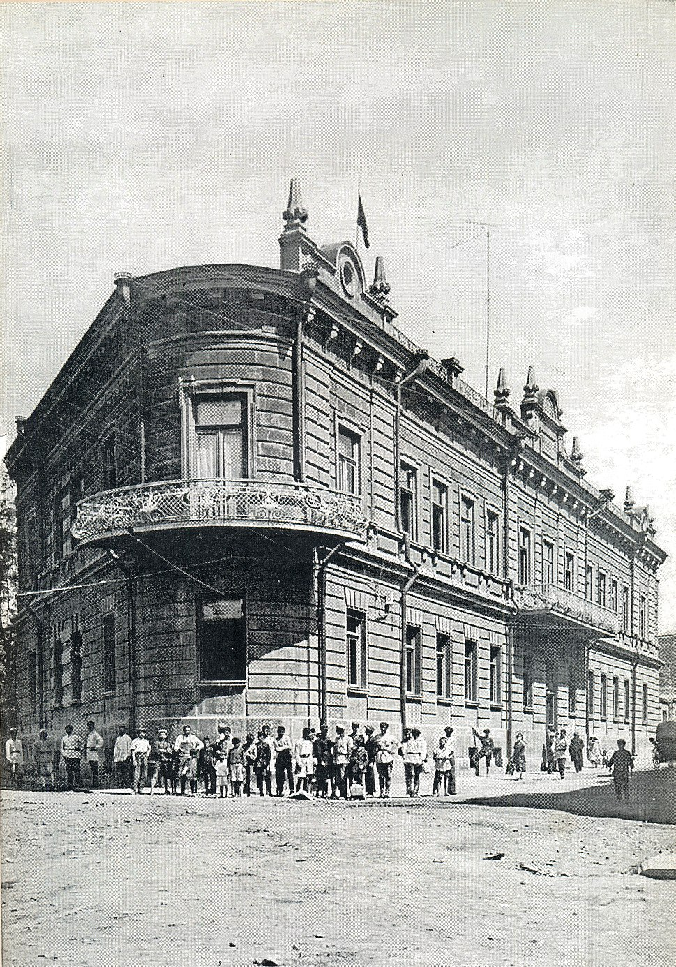 Government-House-of-Republic-of-Armenia-1918-1920