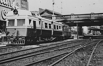 Barrack Street Bridge - Image: Governor class leaving Perth Railway station 1930s