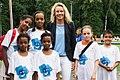 Gründerin Dr. Sandra von Möller mit KIDsmiling-Kindern.jpg