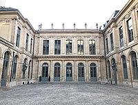 Hôtel d'Évreux, cour 02.jpg