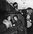 HUA-152190-Afbeelding van reizigers in de couchette van een ligrijtuig.jpg