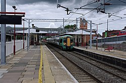 Harrow and Wealdstone station MMB 13 377213.jpg