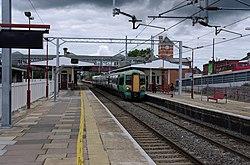 Harrow and Wealdstone station MMB 13 377213.jpg
