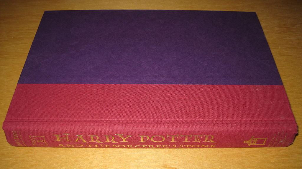 Harry Potter Book Wiki : File harry potter book st american ed without dust