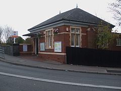 Headstone Lane stn building.JPG