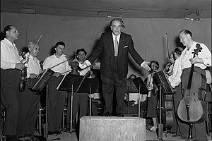 Heitor Villa-Lobos - Heitor Villa-Lobos at the end of a concert in Tel Aviv, 1952