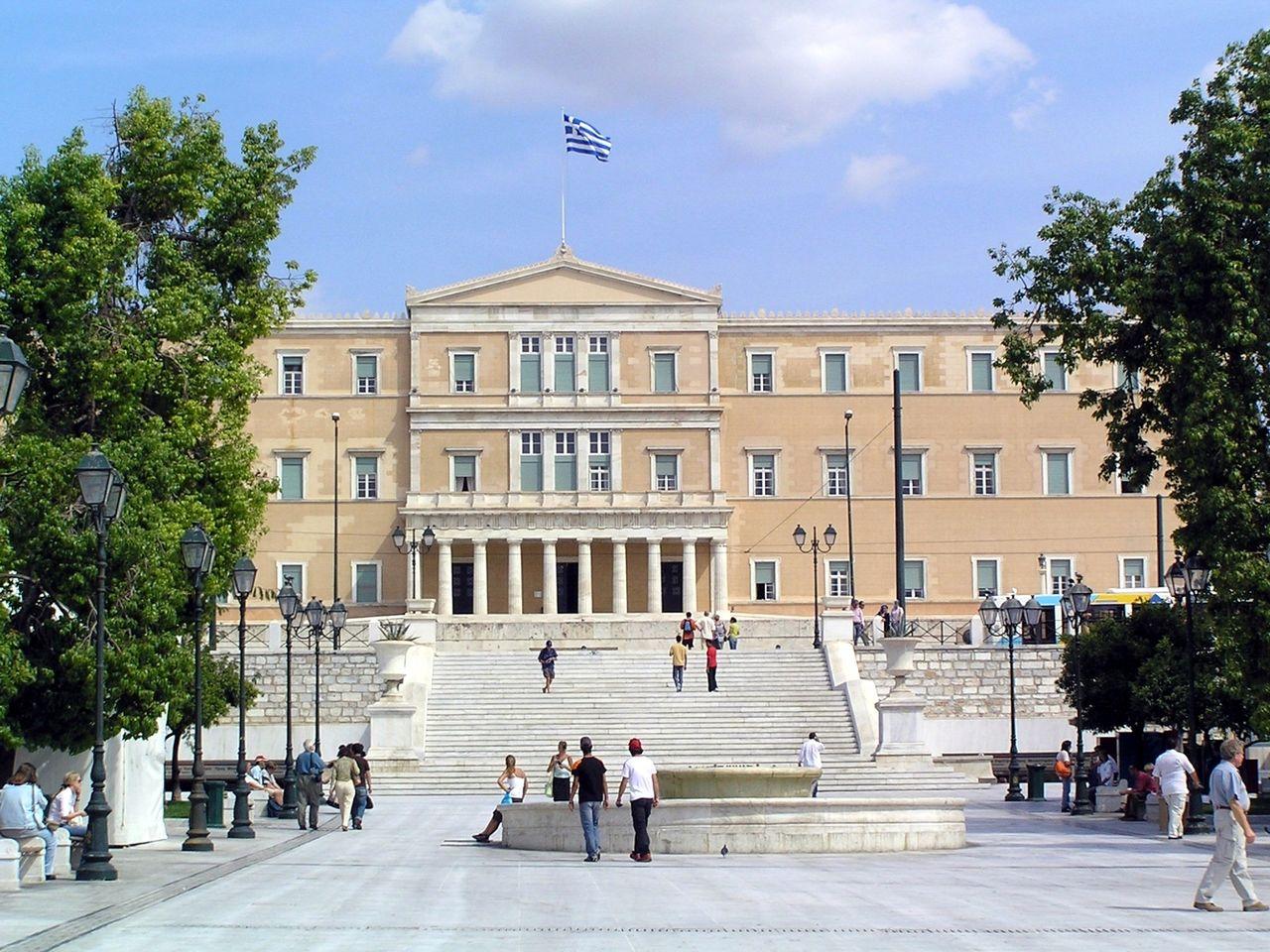 Vista para o parlamento grego na Praça Syntagma