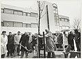 Het het planten van een boom wordt het Centraal Kantoor van de NS aan de Oudeweg officieel in gebruik genomen. NL-HlmNHA 54020820.JPG