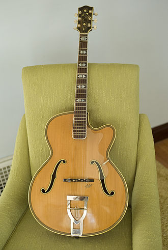 Höfner - 1953 model 465s acoustic archtop.