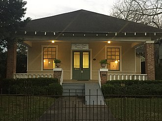 Houston Heights Woman's Club - The building's exterior in 2016