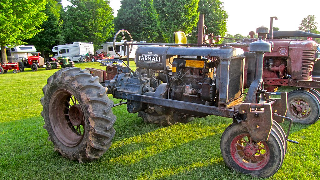 fileihc mccormick deering farmall   side viewjpg wikimedia commons