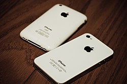 An آي فون 3 جي إس pictured beside an iPhone 4S.