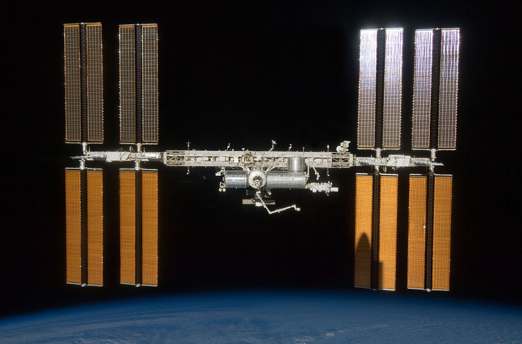 Animation assemblage ISS 1024px-ISS_%26_Endeavour_Shadow_STS-127_2