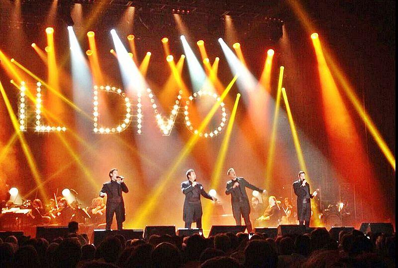 File:Il Divo en concierto en 2014-2.jpg