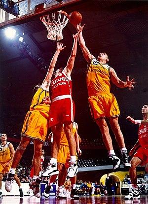 Rebound (basketball) - Image: Inaki De Miguel