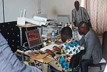 f31add18413 Un infographe de laboratoire photo numérique à Abidjan en Côte d Ivoire