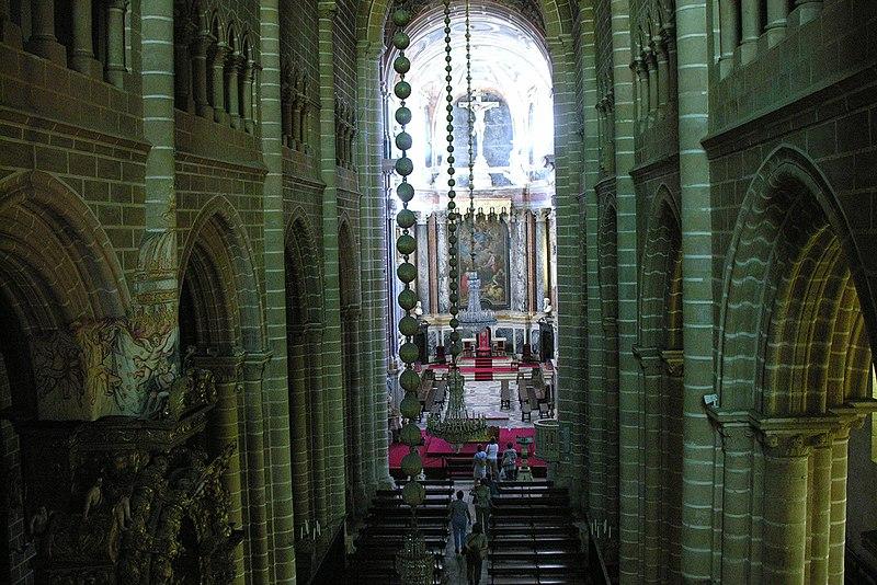 Image:Interior of Evora Cathedral, Alentejo, Portugal, 28 September 2005-2.jpg